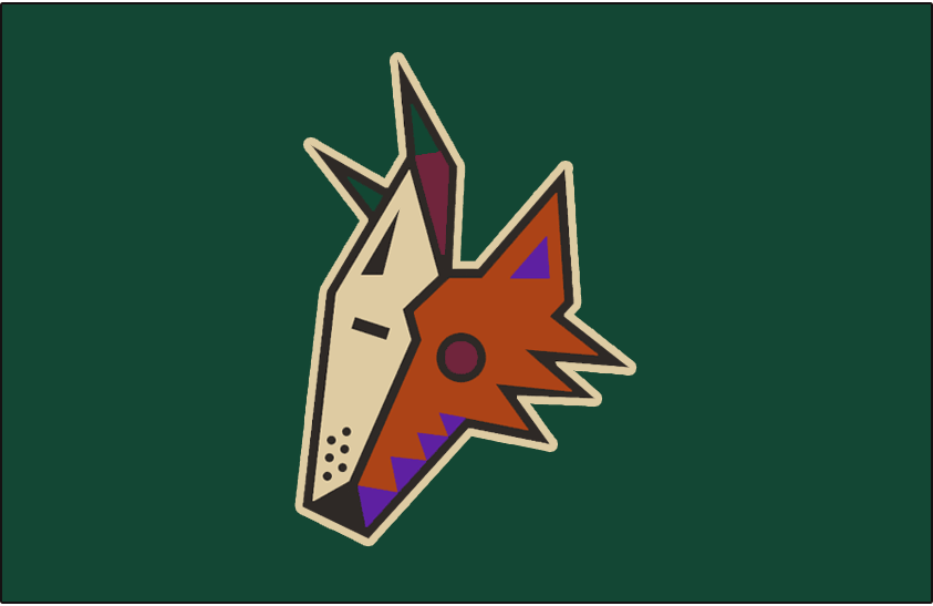 Phoenix Coyotes Logo Jersey Logo (1999/00-2002/03) - Coyote head on green - this jersey included a generic desert scene below the logo not shown in this graphic. This logo had a beige outline added to it for the 1999-2000 season. Worn on the Phoenix Coyotes green alternate uniform from 1999-2000 until 2002-03 SportsLogos.Net