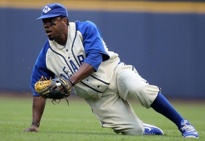 Photos: Brewers, Nats Wear Negro League Jerseys