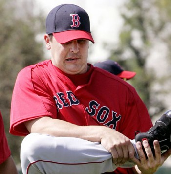 Keith Foulke wearing the 2013 Red Sox BP cap back in 2006... time traveller