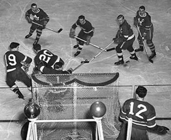 Hey! Too many men!  Hard to tell apart Leafs and Red Wings players in the days of black and white photography
