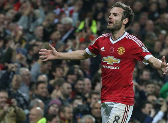 Manchester United wearing a poppy on jersey - November 7, 2015