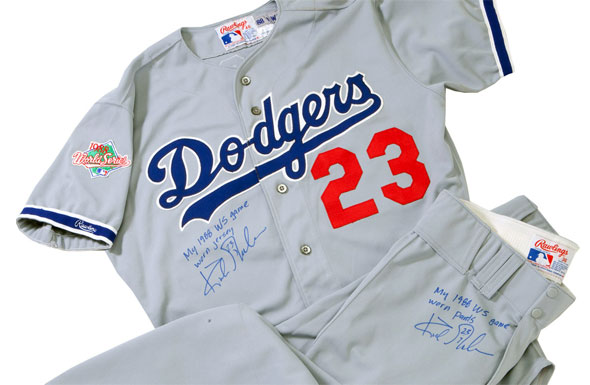 """The 1988 Dodgers road jersey had white outlines on the """"Dodgers"""" script and sleeve stripes; both missing from the 2014 version"""