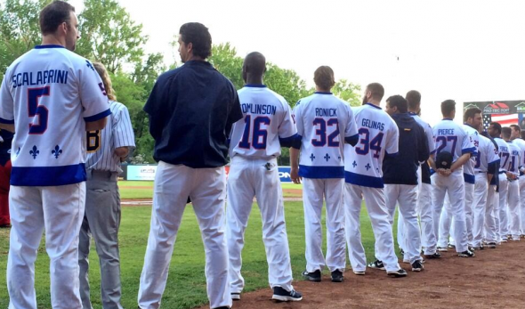 Capitales players lined up during national anthems in Nordiques jerseys (Twitter @CapitalesQuebec)