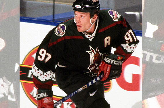 Coyotes Show Off Retro Jersey, Wearing March 5