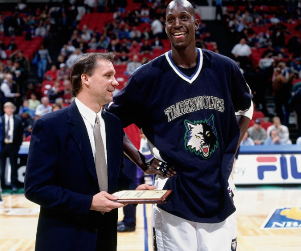 Flip Saunders with Kevin Garnett during KG's first stint with the T-Wolves