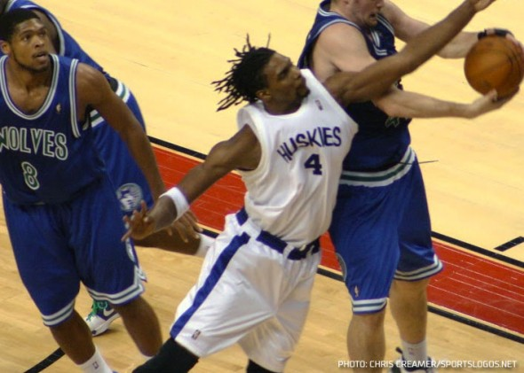 Chris Bosh wearing a Huskies throwback with the Raptors during 2009-10 season