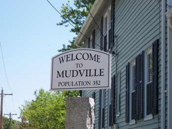 1024px-Holliston-mudville-welcome-sign