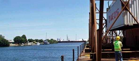 Port_of_Stockton_loading