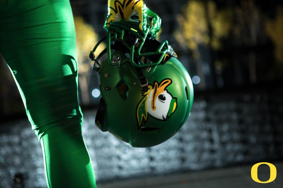 pretty nice cec6b 14dc3 Oregon Ducks reveal throwback-inspired Webfoot uniforms ...
