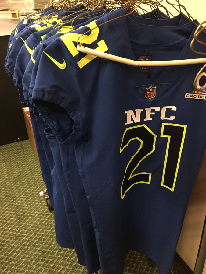 uk availability 7cb73 13dad 2017 Pro Bowl uniforms return to red and blue, but add neon ...