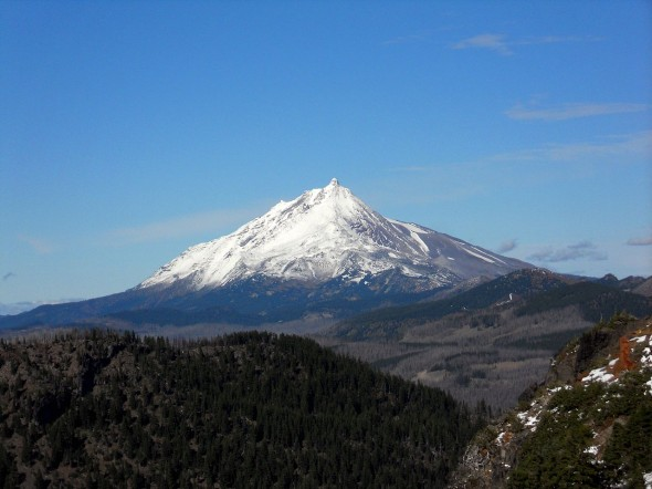 1280px-Mt._Jefferson_from_Three_Fingered_Jack