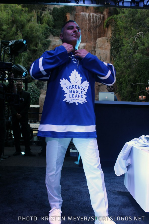 Comedian Russell Peters tries on the new Leafs Adidas jersey at the Wynn in Las Vegas - June 20, 2017 (Photo: Kristen Meyer/SportsLogos.Net)