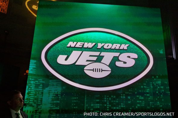 """25d36f75796 While the logo looks similar to what the Jets had been using since 1998,  there are some differences. The """"JETS"""" wordmark is now all the same size  throughout ..."""