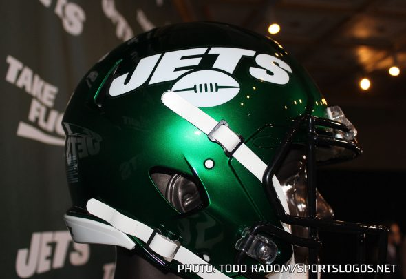 half off fc461 c9d4f New York Jets Debut New All-Black Uniforms on Monday Night ...