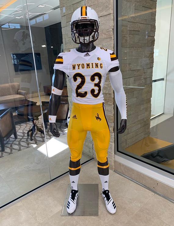 best sneakers 42de1 101df Wyoming Cowboys Unveil New Football Uniforms   Chris ...